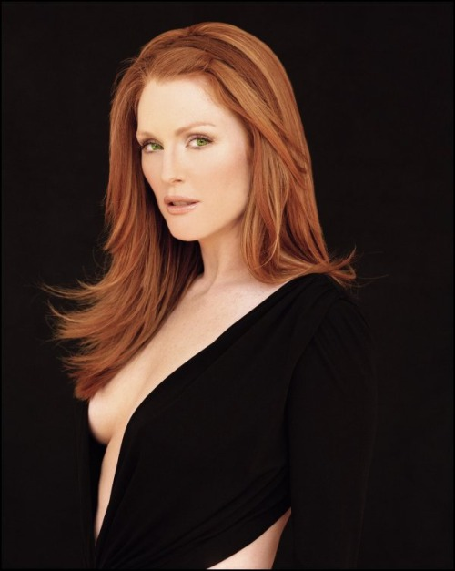 julianne moore green eyes