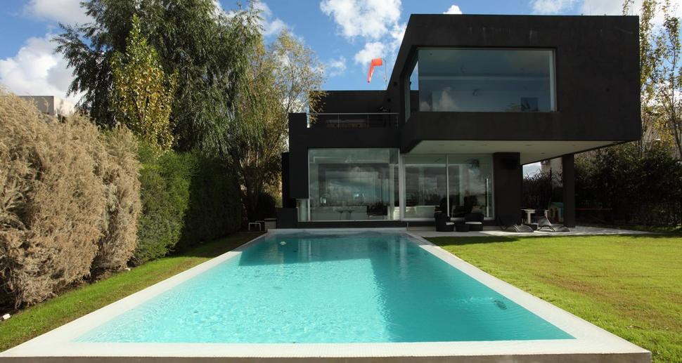 The Black House by Andrés Remy Architects