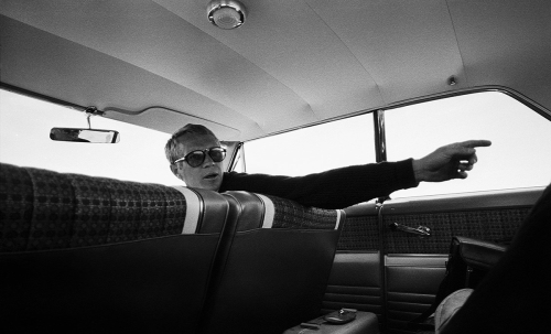 Steve McQueen behind the scenes of Bullit