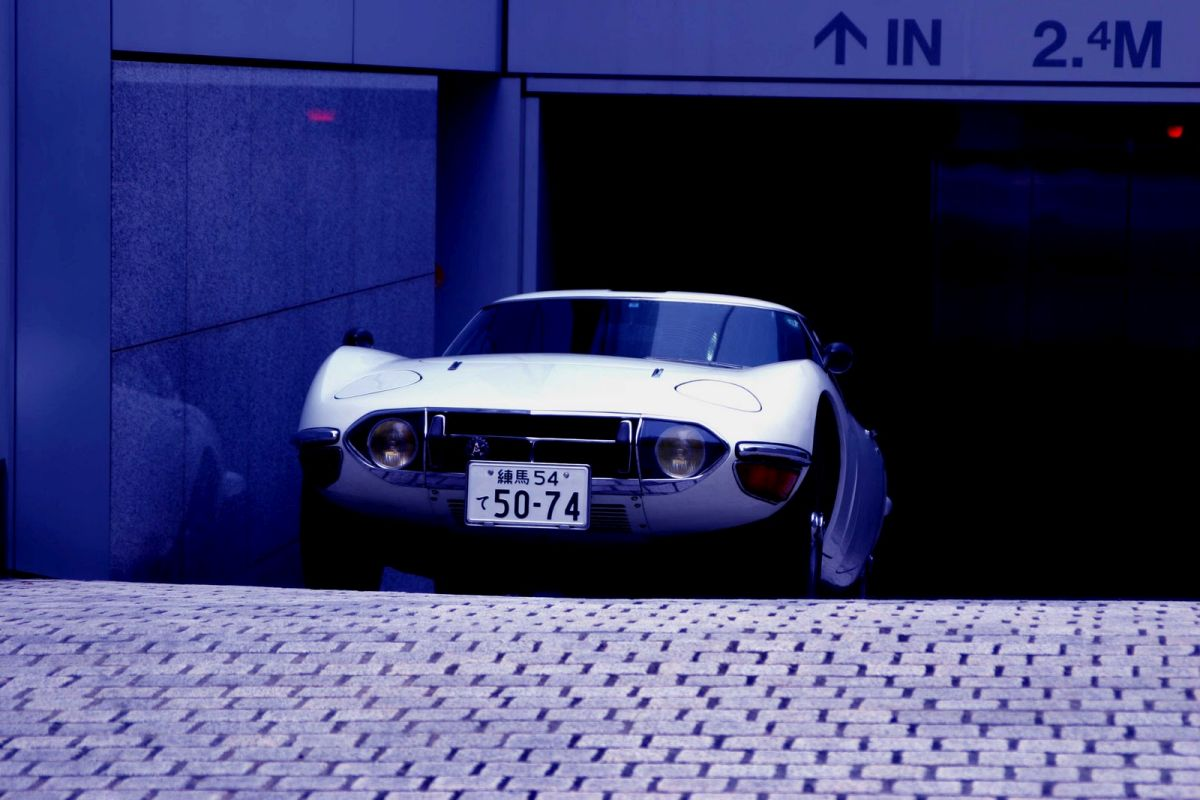 Toyota 2000 Gt white coupe
