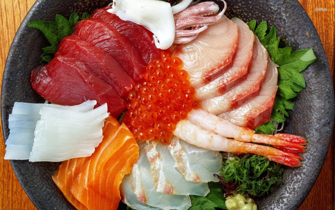 sushi-box-shrimp-.with salmon-squid-red-caviar