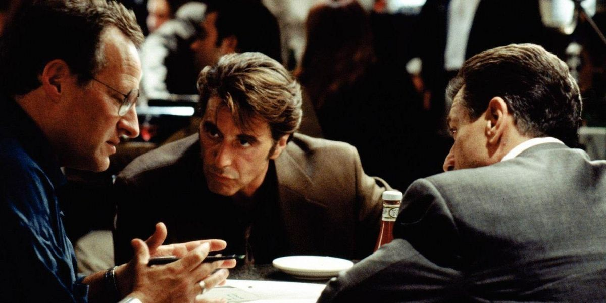 michael mann with al pacino & robert de niro rehearsing famous restaurant sceen in heat