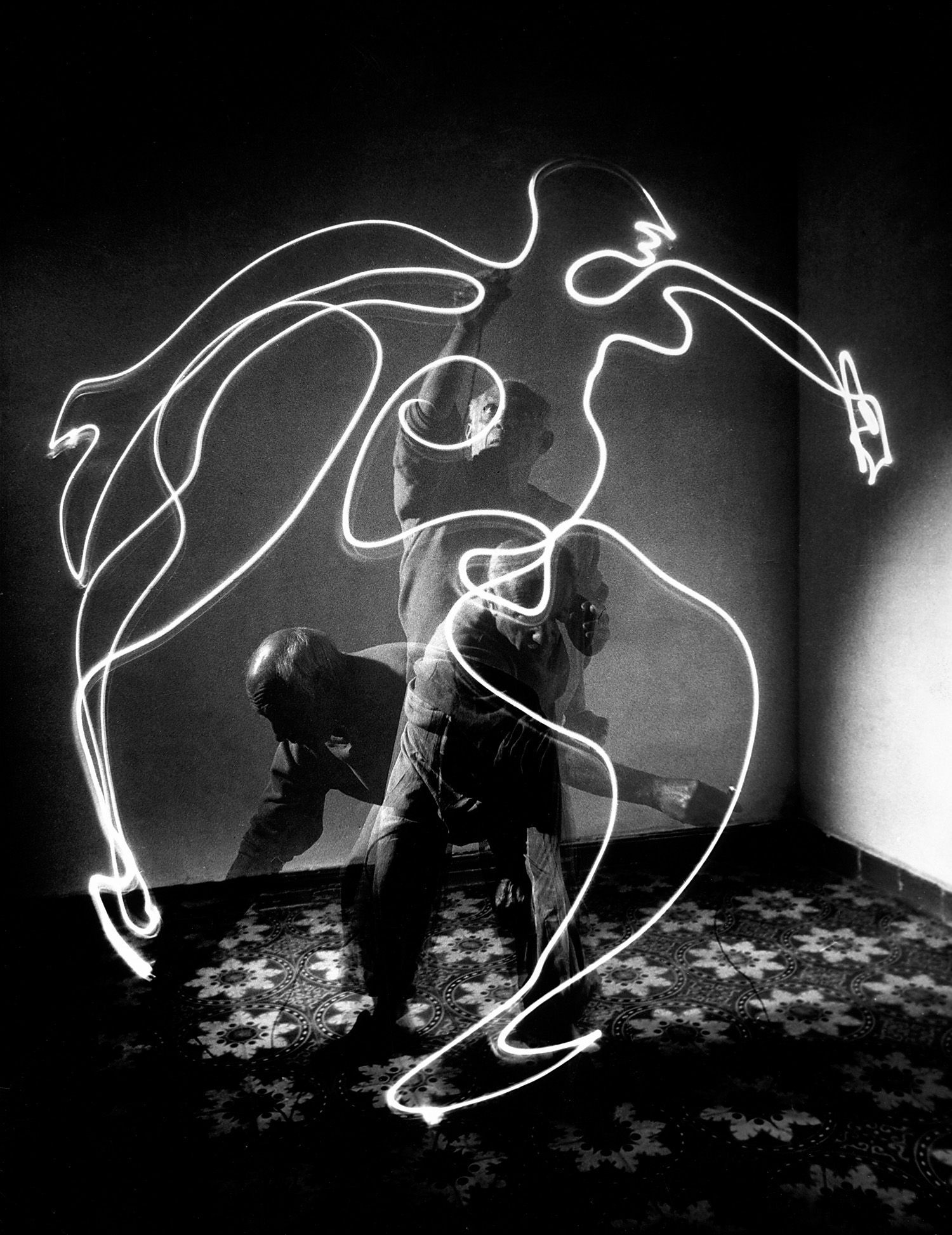 picasso's light drawing gjon mili