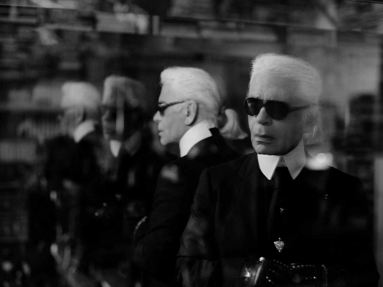 KARL LAGERFELD – MASTER OF DISTRACTION